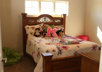 taylor-barnes-homes-bedroom-05